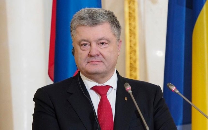 Судьи Окружного административного суда подали иск на Порошенко