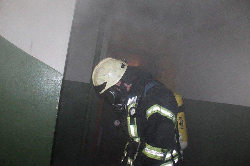На Троещине горела квартира: пострадала хозяйка