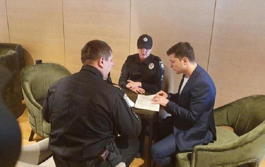 После голосования к Зеленскому пришла полиция (фото)