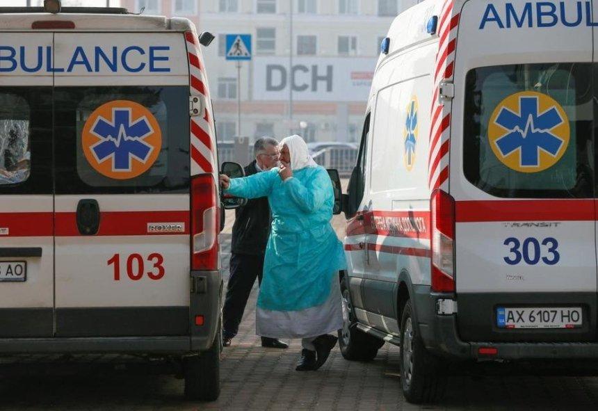 Медики получат 300% доплаты за работу с больными COVID-19, — Кабмин