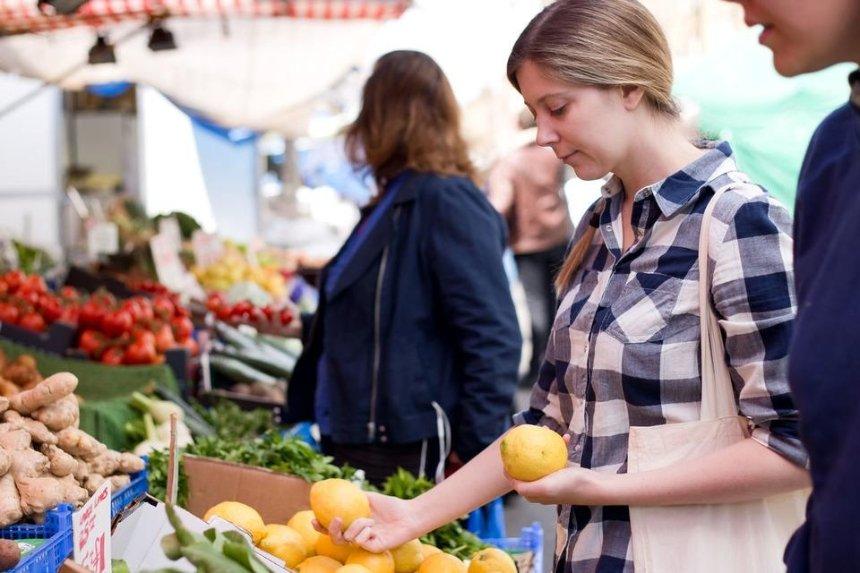Кабмин намерен открыть продуктовые рынки до конца недели