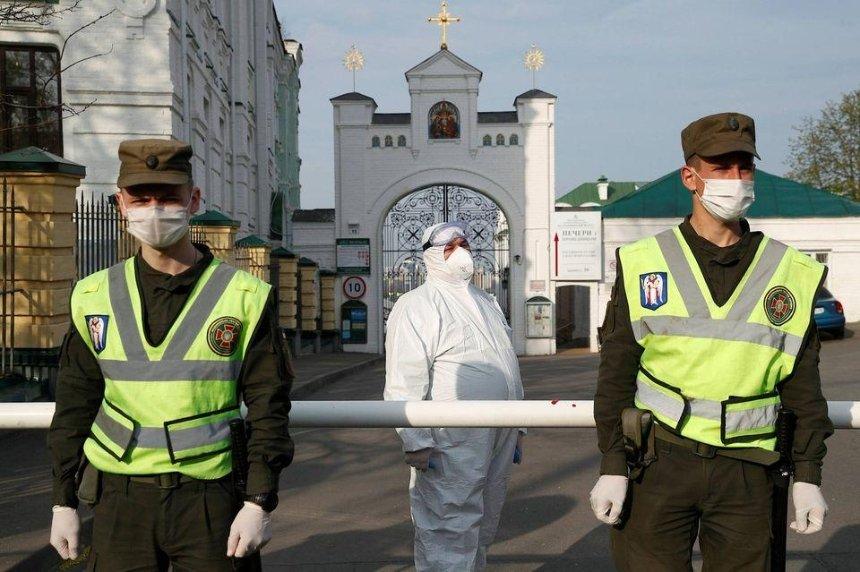 Коронавирус в Киеве: еще 20 зараженных в Лавре и одна смерть