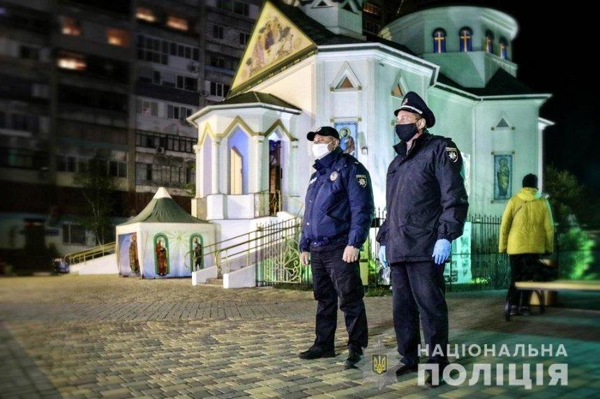 Полиция рассказала, как прошли пасхальные богослужения в столичных храмах
