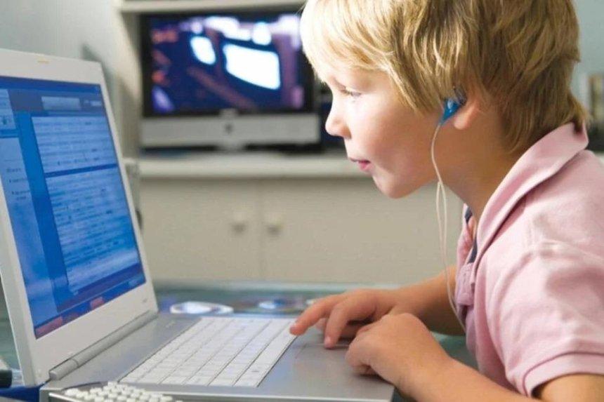 «Всеукраинская школа онлайн» запустила уроки для 1-4 классов: где и когда смотреть