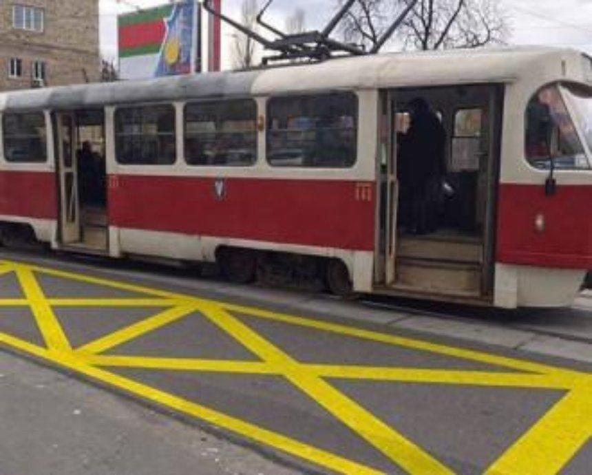 В Києві з`являться нові розмітки трамвайних зупинок (фото)