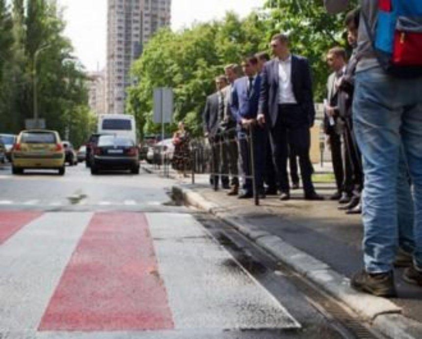 Віталій Кличко: Ми продовжуємо капітальний ремонт доріг і починаємо облаштовувати підвищені пішохідні переходи