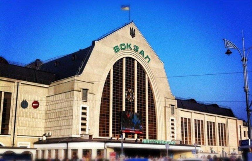 На столичних вокзалах з'являться термінали для продажу квитків