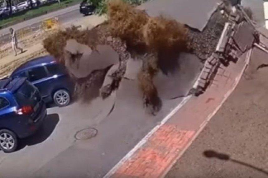 Появилось видео масштабного взрыва теплотрассы в Киеве