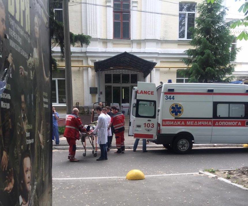 В Киев доставили борт с тяжелоранеными бойцами (фото)
