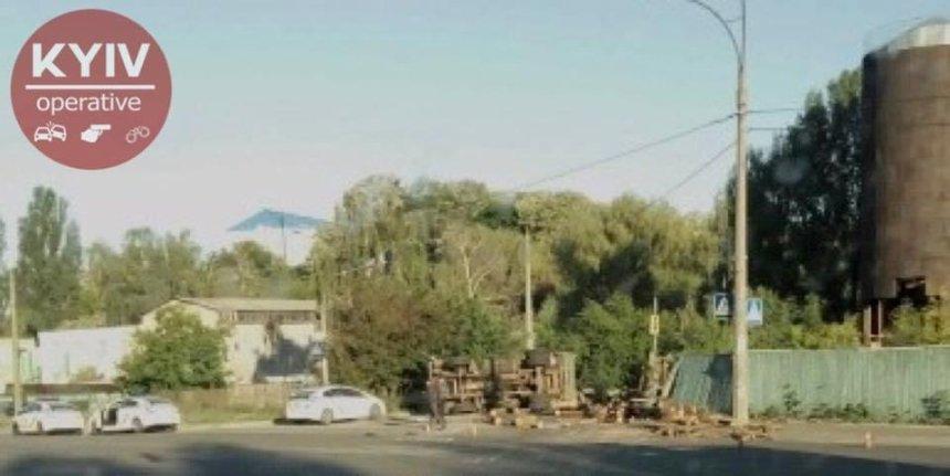 Появилось видео ДТП с неуправляемым авто в Киеве