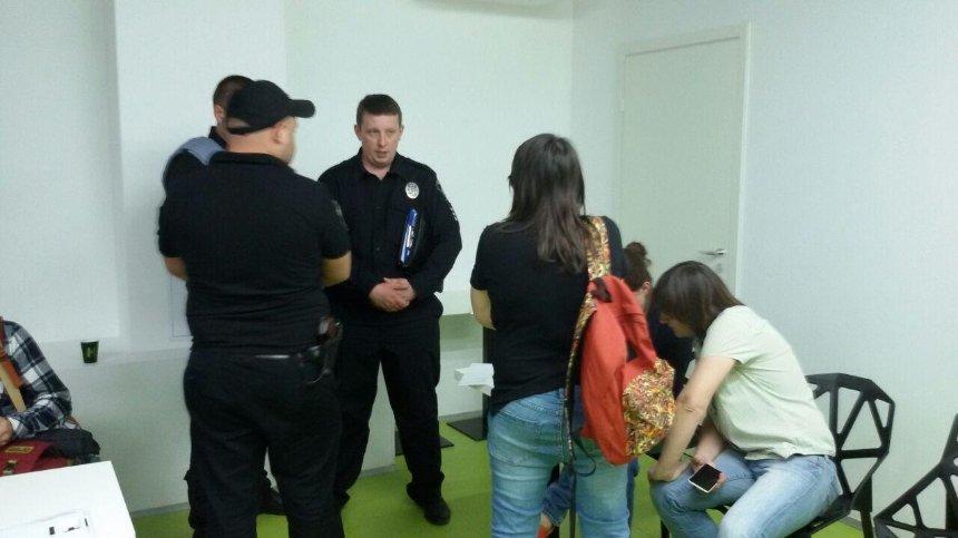 У Києві радикали зірвали лекцію про права ЛГБТ (відео, фото) — оновлено