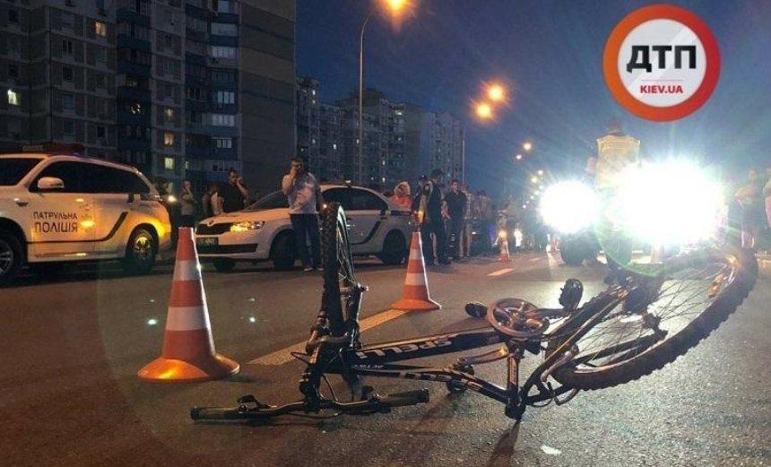 Авто з кортежу збило дитину на Позняках (фото)