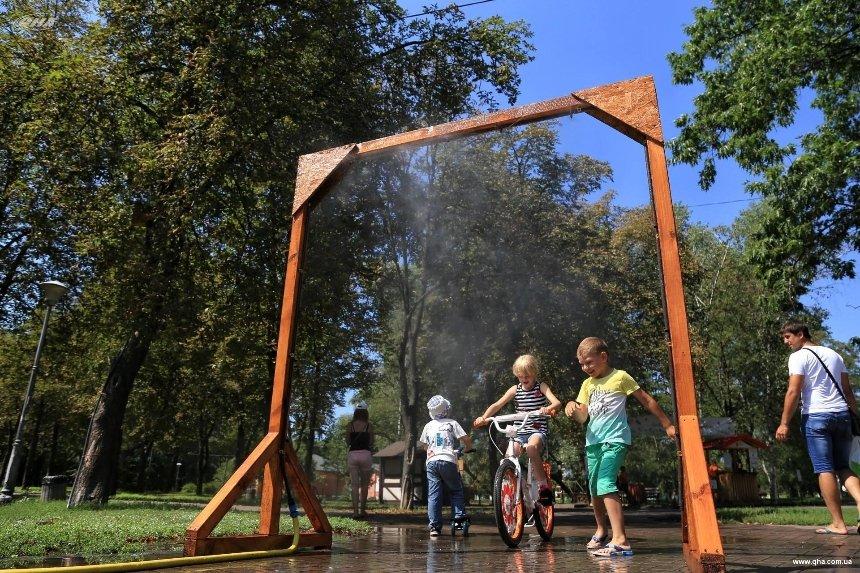 Освежись: в киевских парках и скверах установят 17 охлаждающих рамок