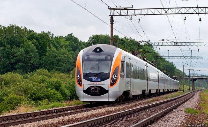 Поедет быстрее: поезд «Интерсити» до Одессы хотят оснастить испанскими вагонами