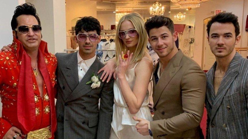 Звезда «Игры престолов» Софи Тернер вышла замуж вкомбинезоне украинского бренда