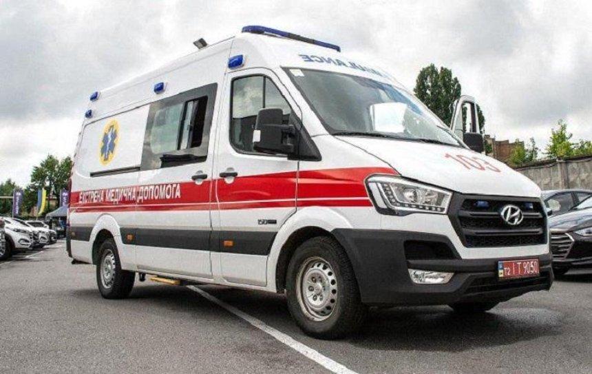 В Киевской области медики бросили пьяного пациента под забор