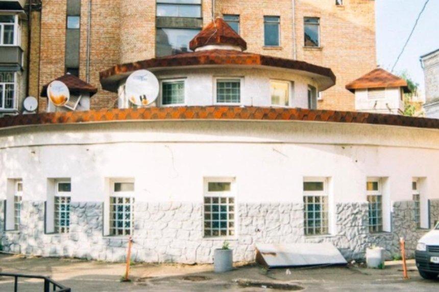 В здании бывшей поликлиники на Рейтарской откроют рестораны и магазины
