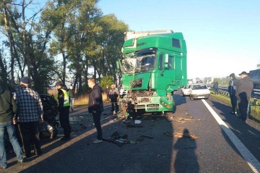 Под Киевом 15 машин столкнулись из-за дыма на дороге