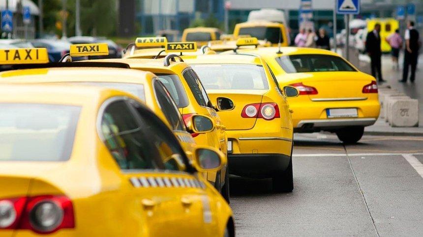 Такси разрешили ездить в полосе общественного транспорта