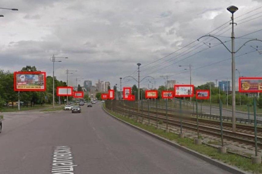 Борщаговскую улицу очистили от рекламы до неузнаваемости: до и после