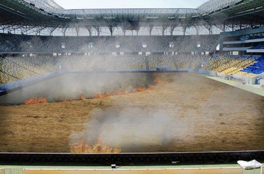Киевское «Динамо» «подожгло» траву на своем стадионе: зачем