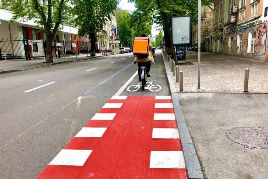 В центре столицы обустроили велодорожку