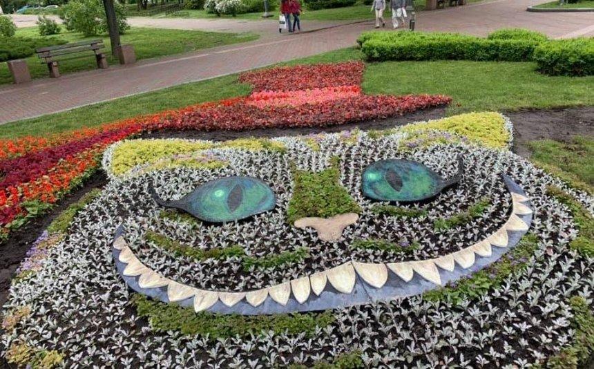В парке «Победа» появился Чеширский кот и волшебный пень