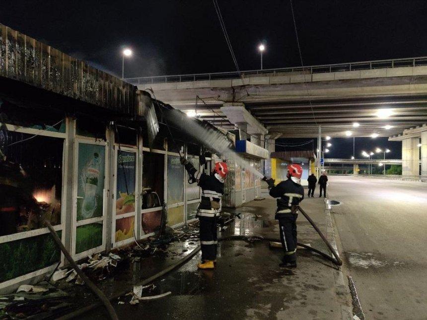 В Голосеевском районе горели МАФы