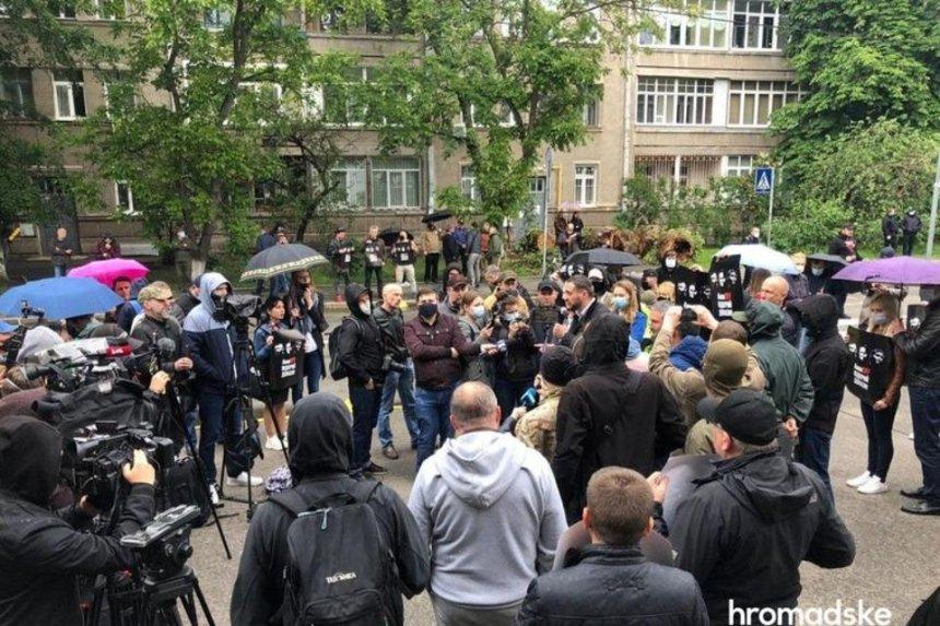 Под МВД адвокаты подозреваемых в деле Шеремета требовали открыть материалы следствия