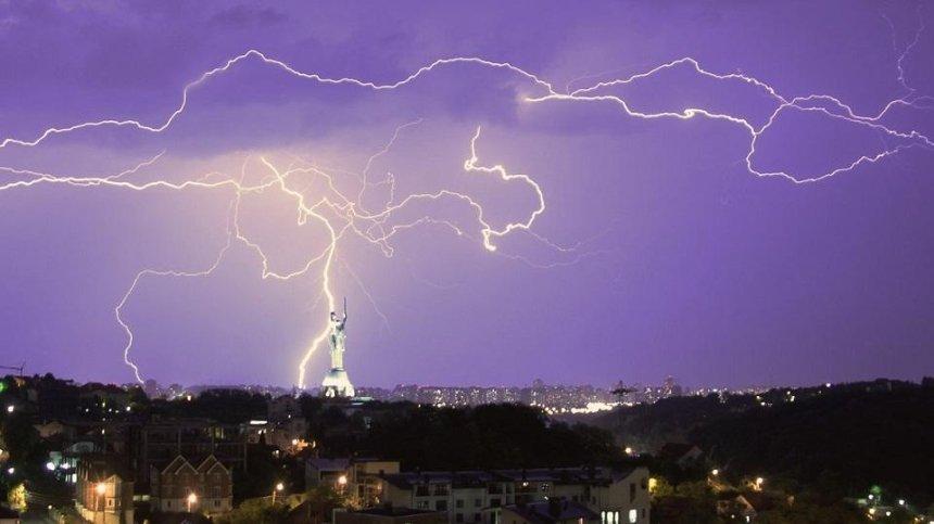 Жителей столицы предупредили о сильной грозе
