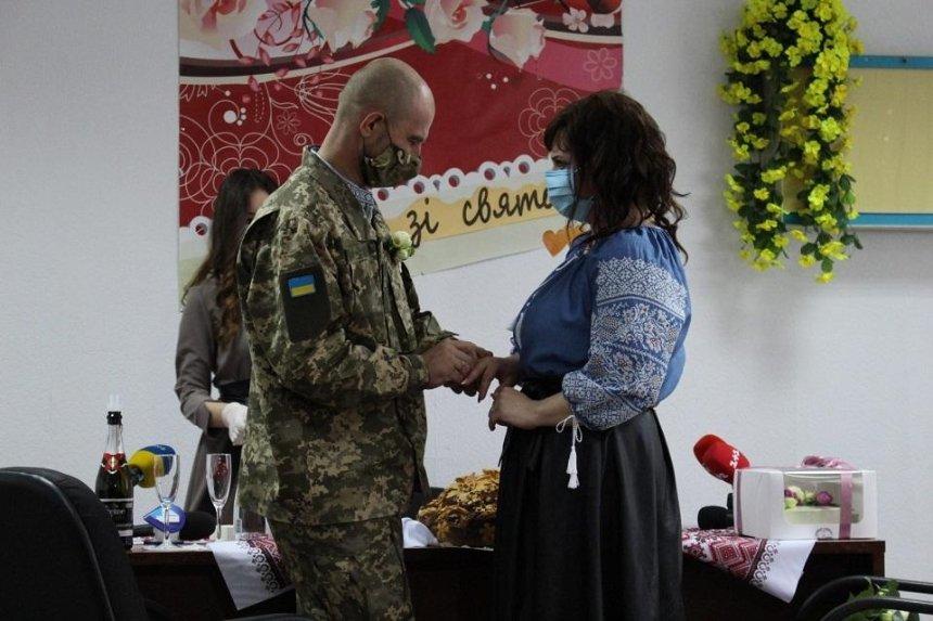 В столичном военном госпитале женился раненый украинский боец