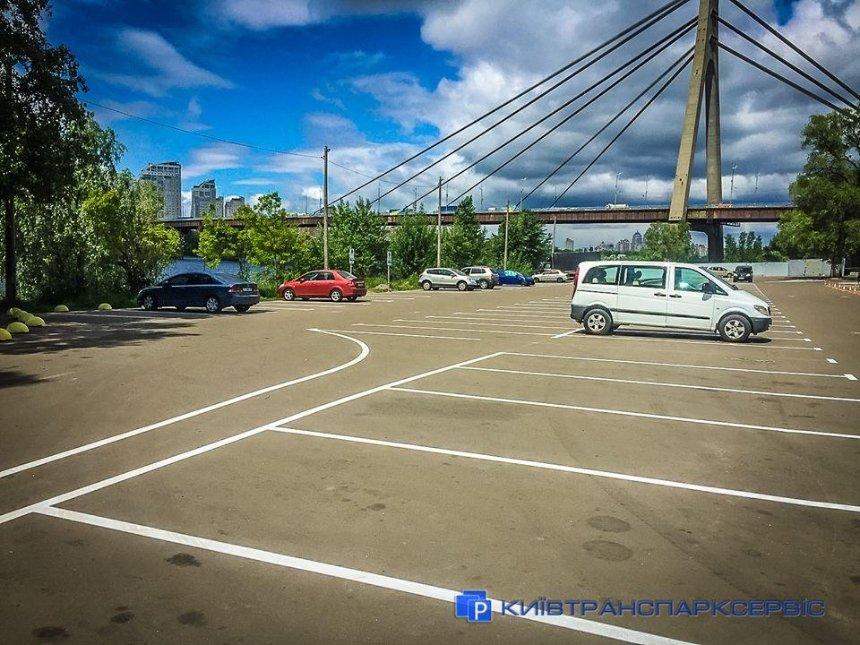 На Трухановом острове появилась бесплатная парковка