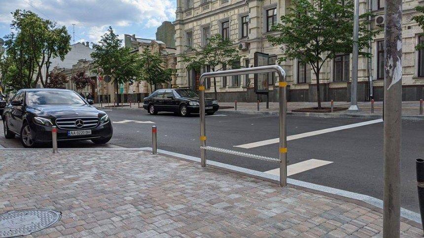 В центре Киева установили велосипедную стойку ожидания