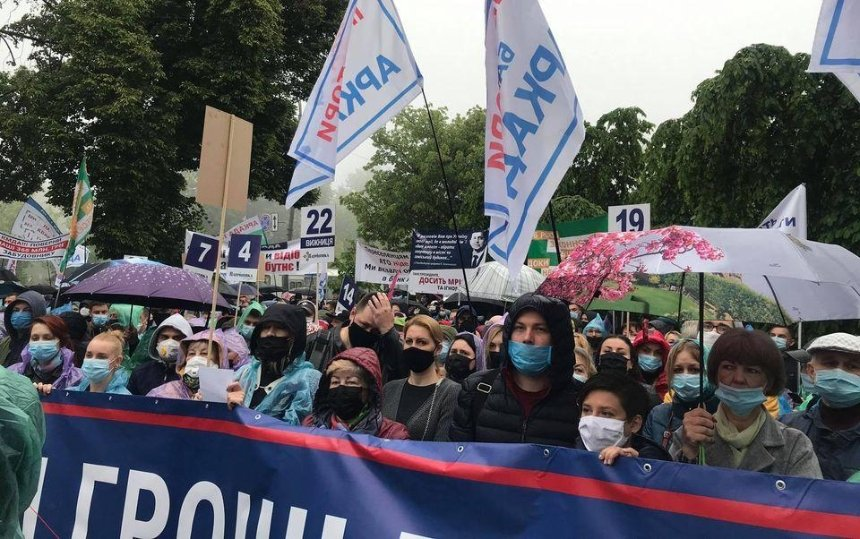 Без жилья остались 13тысяч семей: инвесторы банка «Аркада» устроили протест вцентре Киева