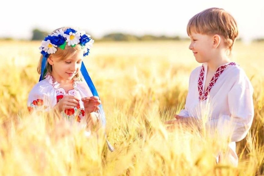 Киевские школьники запустили флешмоб ко Дню вышиванки
