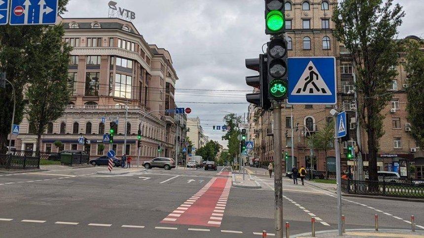 В центре Киева установили велосипедные светофоры