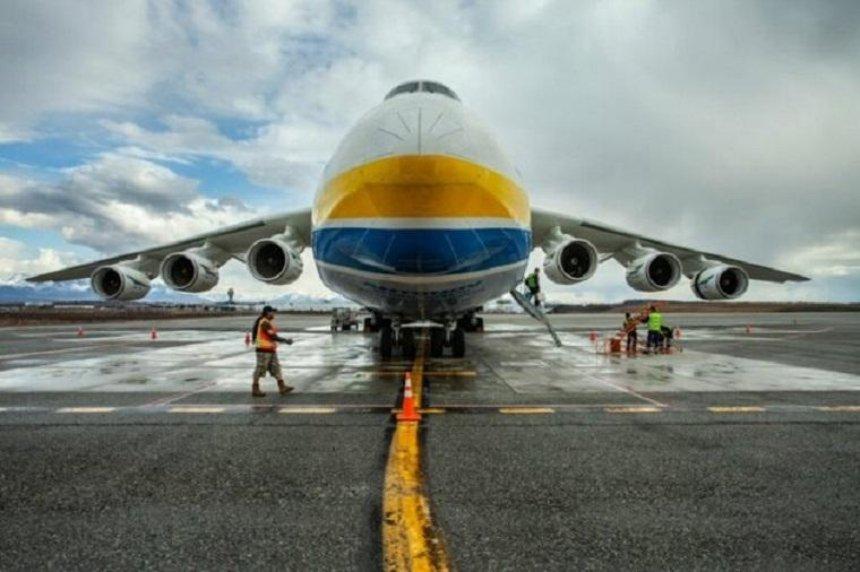 Самолет «Мрия» доставил средства индивидуальной защиты вКанаду