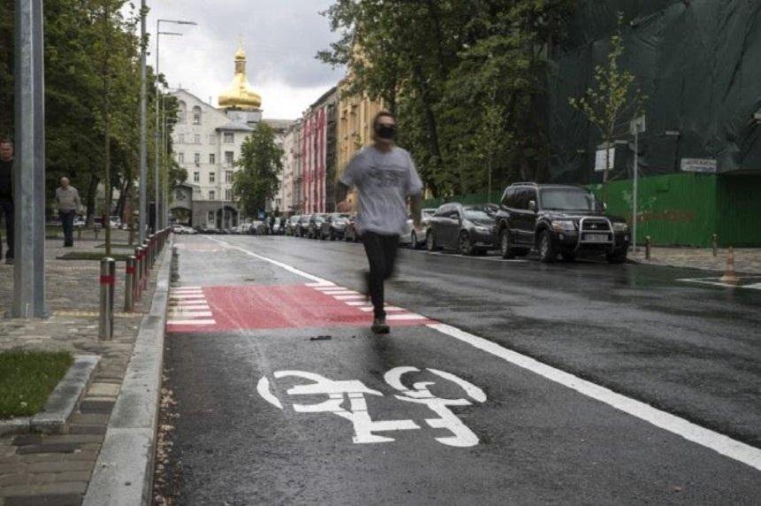 Кличко показал, как обновили две из старейших киевских улиц