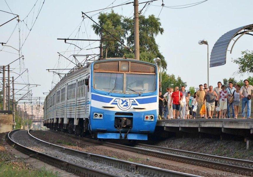 Запуск пригородных поездов оказался под угрозой из-за долгов местных властей, — УЗ