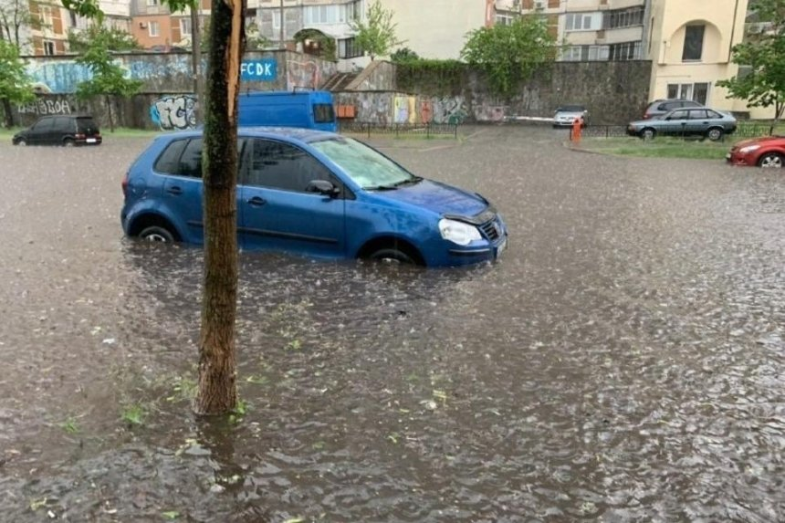 Затопленные улицы, ТРЦ и авто: как выглядит Киев после мощных ливней