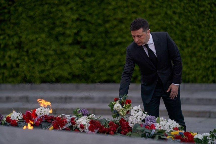 Владимир Зеленский почтил память погибших во Второй мировой войне