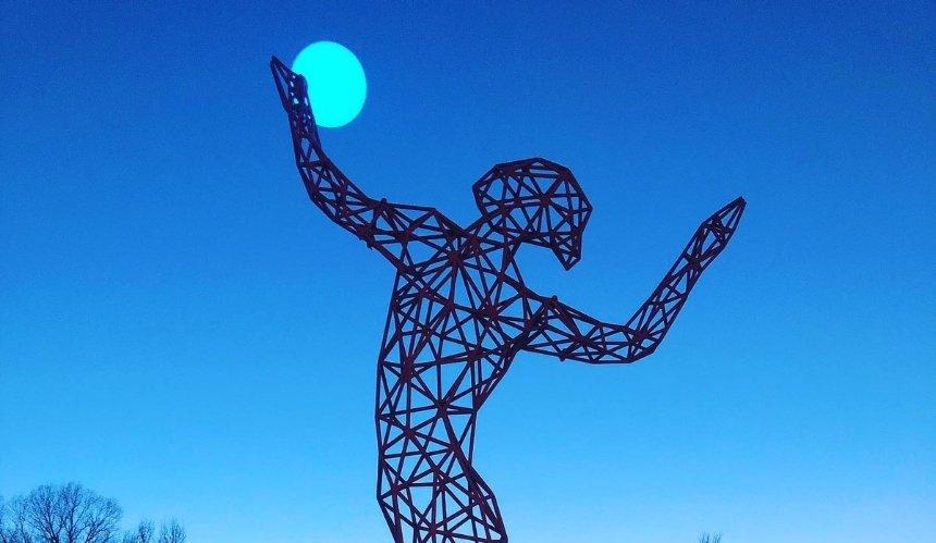 В Киеве появилась уникальная скульптура от участника Burning Man