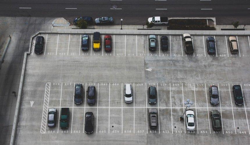 В Киеве запустили электронные штрафы за неоплаченную парковку: как это работает