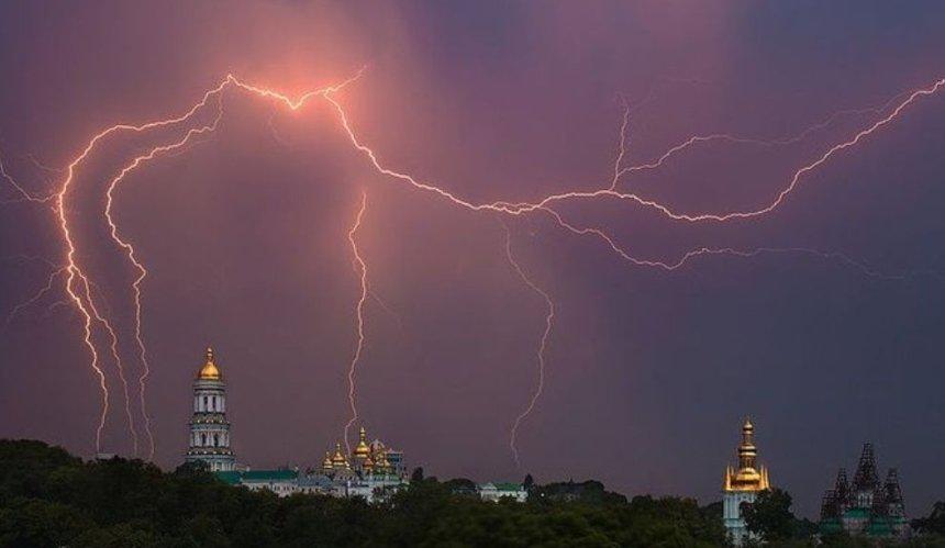 В Киеве объявили штормовое предупреждение: меры безопасности