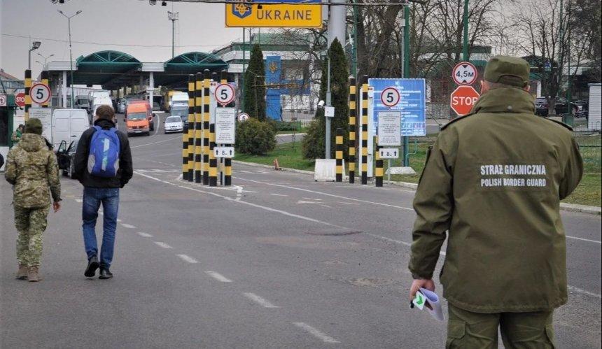 Украинских заробитчан буду вакцинировать при въезде в Польшу
