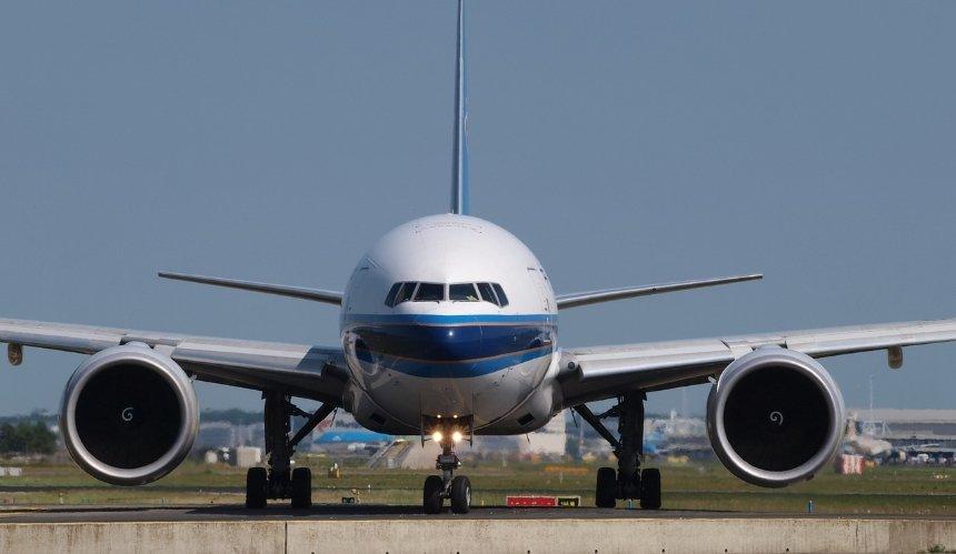 Украина закрывает авиасообщение с Беларусью