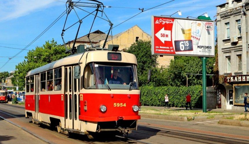 Возле рынка «Юность» трамвай сошел срельсов