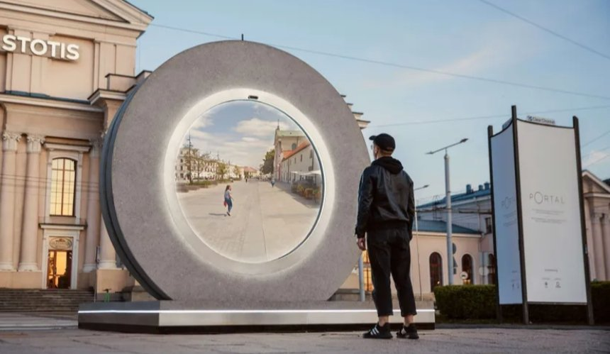 ВВильнюсе иЛюблине установили «порталы» для связи жителей друг сдругом