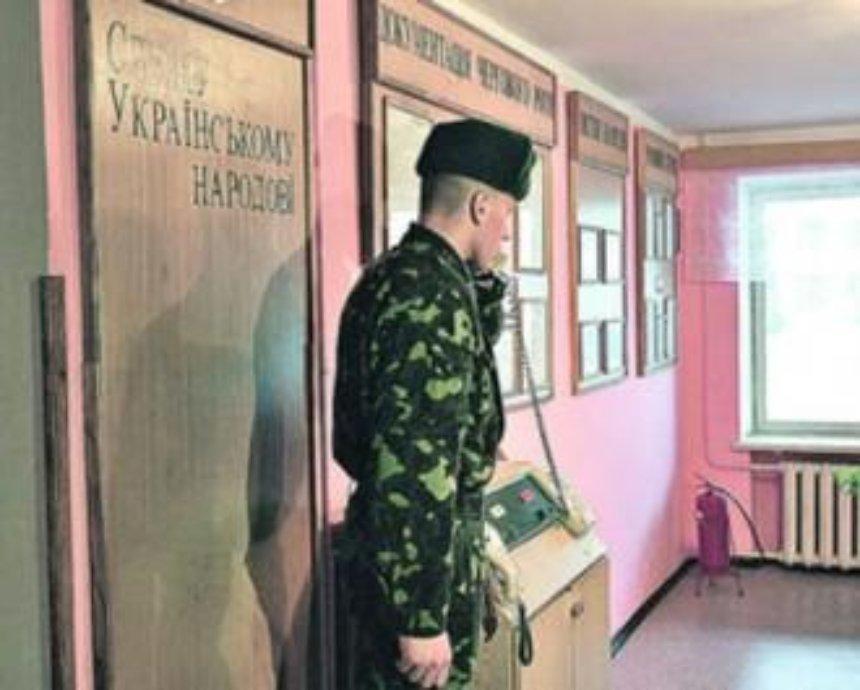В Киеве в президентском полку на посту погиб молодой контрактник