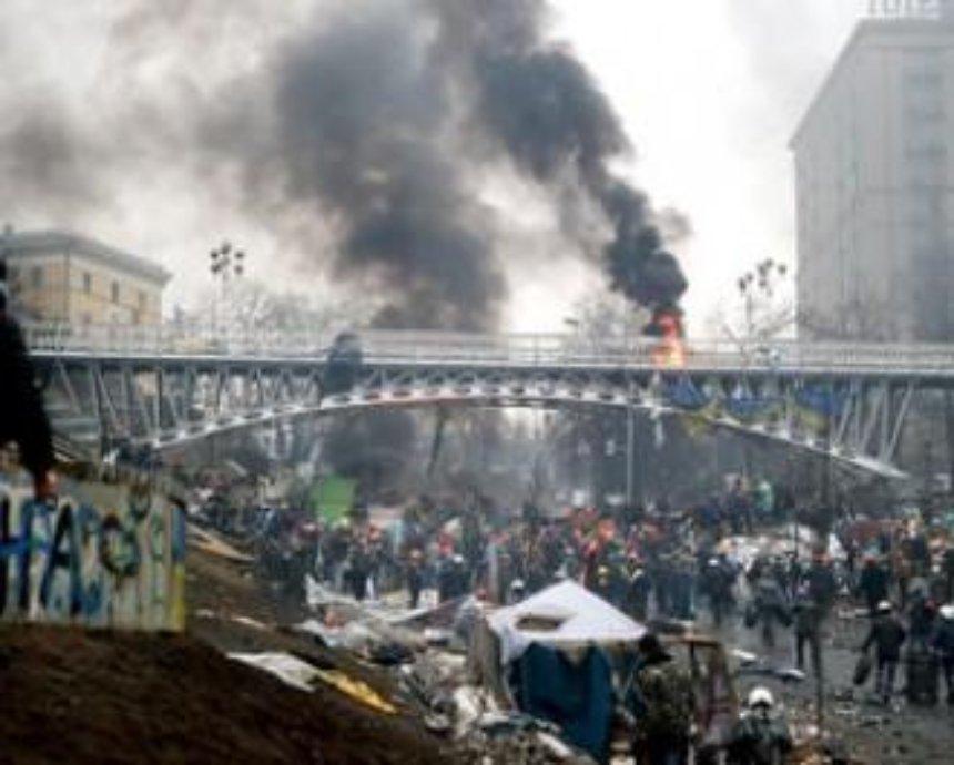 В Киеве парень прыгнул с моста из-за девушки, сейчас он в реанимации